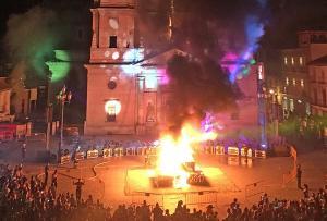 La quema de 'El Penas' abrió las fiestas de Santa Fe.