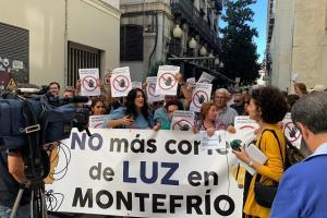 La alcaldesa, Remedios Gámez, ha encabezado la protesta.