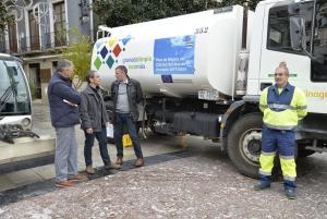 Presentación del baldeo de calles para luchar contra la polución.