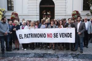 Imagen de la concentración de este viernes a las puertas del Ayuntamiento.