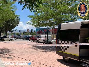 La Policía Local ha cortado el tráfico para que los sanitarios pudiesen atender a los heridos.