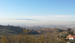 Nube de polución sobre el área metropolitana.