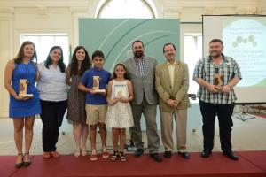 Los galardonados, con las autoridades educativas.