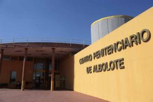 Entrada a la cárcel de Albolote.