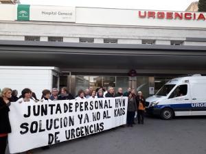 Protesta en las Urgencias del Virgen de las Nieves.