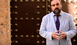 Francisco Puentedura a las puertas de la Casa Ágreda.