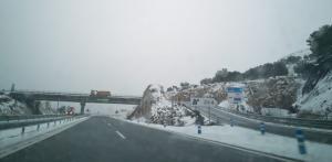 Nieve en la A-92 a su paso por el Puerto de la Mora.
