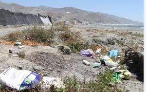 Residuos en la playa de Pozuelo.
