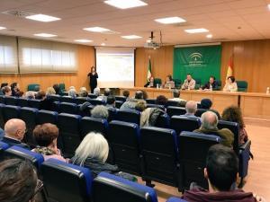 Reunión entre los responsables de Salud y representantes de una treintena de colectivos.