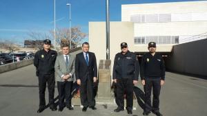 Sanz, con los responsables policiales, en la Jefatura Superior de Andalucía Oriental.