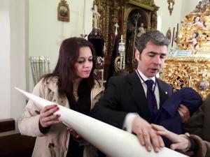La concejala Jemi Sánchez en su visita a uno de los talleres.