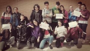 Camilo, junto a compañeros del instituto.