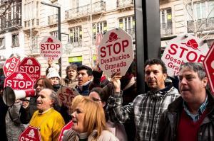 Una de las concentraciones contra los desahucios en Granada.