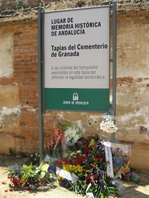 La tapia del cementerio de Granada, Lugar de Memoria Histórica.