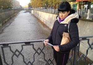 Tatiana, en uno de los puentes sobre el Genil.