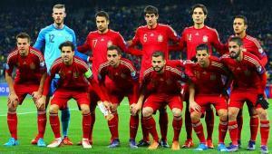 Alineación que formó España ante un partido contra Ucrania en 2015.
