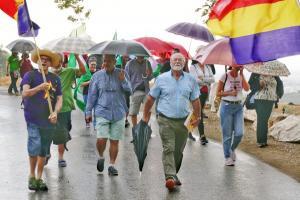 La lluvia no impidió este jueves la celebración de la marcha en memoria de la víctimas del franquismo.
