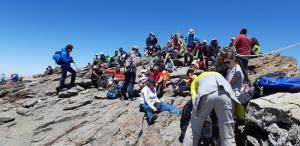 Visitantes en la cima del Veleta.