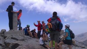 Visitantes en la cumbre del Veleta.