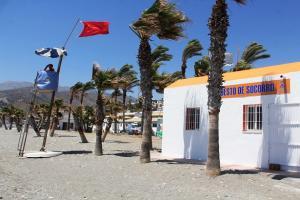 Bandera roja este lunes en La Herradura.