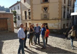 Los ediles de Cs en su visita al Albaicín.