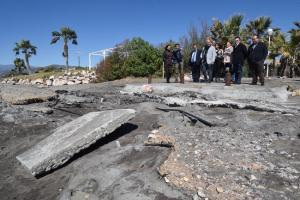 Entrena durante la visita a las playas afectadas por los últimos temporales.