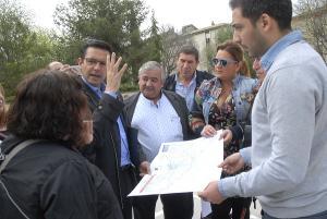 El alcalde y el concejal de Participación con representantes vecinales de Parque Nueva Granada.