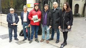 Representantes del colectivo y los profesores que han elaborado la propuesta, en Subdelegación.