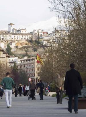 Imagen de la bandera española desde la Avenida de la Constitución.