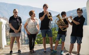 Música y fiestas en un entorno emblemático de la Alpujarra.
