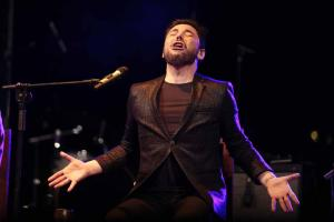 Miguel Poveda abrió el concierto 'La Vega para Lorca', en Fuente Vaqueros.