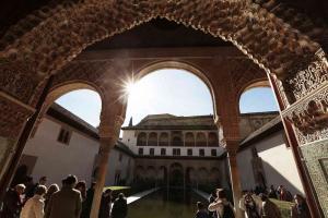 La población local puede visitar gratis la Alhambra los domingos por la tarde.
