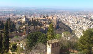 Vista de la Alhambra y Albaicín desde la Silla del Moro.