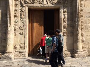 Primeros visitantes al Museo tras su reapertura.