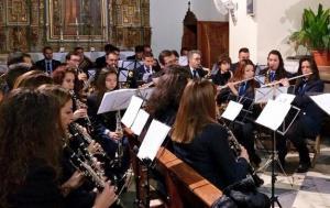 La banda de música, durante un concierto.