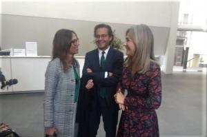La consejera con el delegado de Cultura y la directora de la Alhambra.