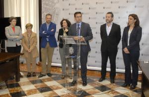 Cuenca, este martes en una rueda de prensa con la rectora de la UGR.