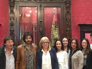 Varios de los artistas, junto a la concejal de Cultura.