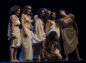 Pasaje de una de las obras de la Escuela de Teatro Remiendo Teatro.