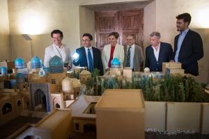 El recorrido permite al visitante acercarse al rico patrimonio arquitectónico inspirado en la fortaleza.