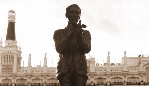 Estatua de Federico García Lorca en la Plaza de Santa Ana de Madrid, ante el Teatro Español.