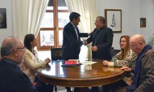 Firma del convenio con el Obispado.
