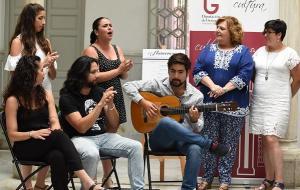 Breve actuación durante la presentación del circuito de flamenco.
