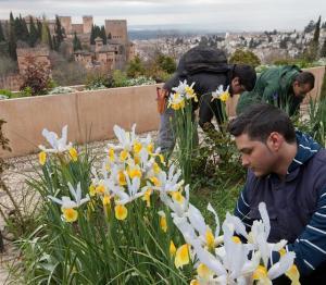 Personal de jardinería del monumento.