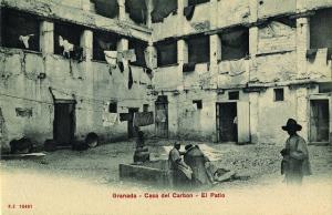 Imagen antigua del Corral del Carbón.