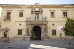 Fachada del Hospital de San Juan de Dios.