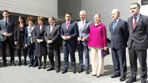 Laura García Lorca con los representantes de las instituciones que han contribuido a la puesta en marcha del Centro Lorca.