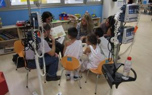 La asociación ha llevado la lectura a menores hospitalizados.