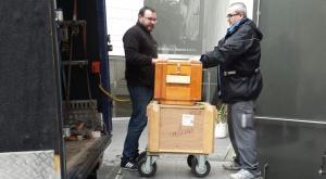 Primeras cajas del legado, en la puerta del Centro Lorca.