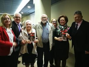 Asistentes a la presentación del libro, junto a Pura Sánchez.